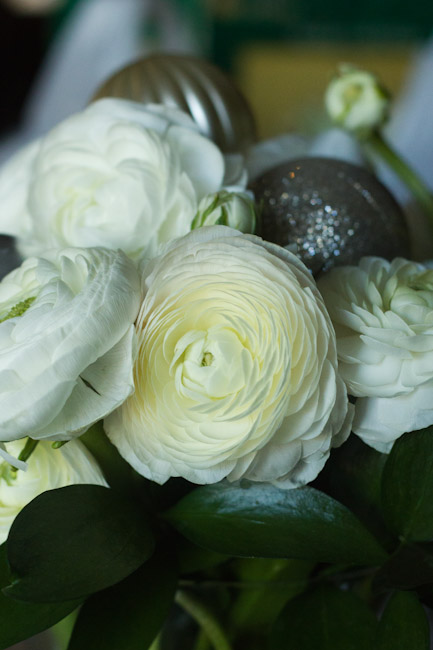ranunculus hoilday flower arrangement-9954