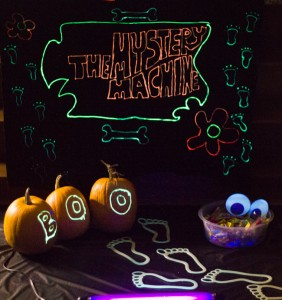 Glow in the Dark Trunk or Treat Backdrop DIY